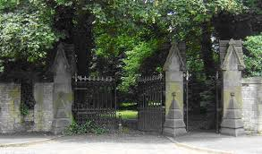 Hull: Friends of Hull General Cemetery activity day